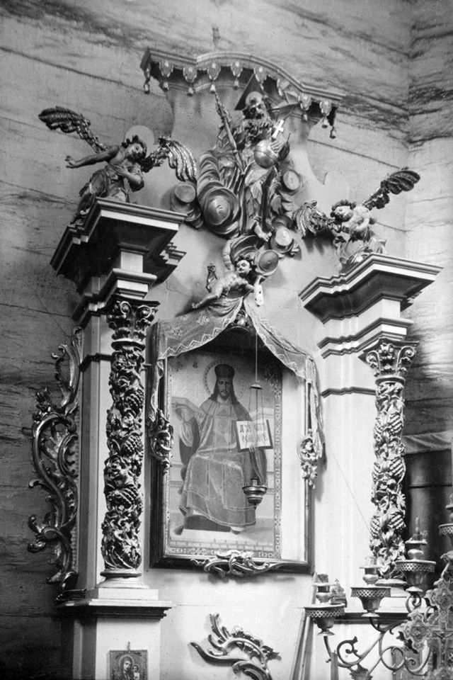 Бічний вівтар з іконою Христа-учителя