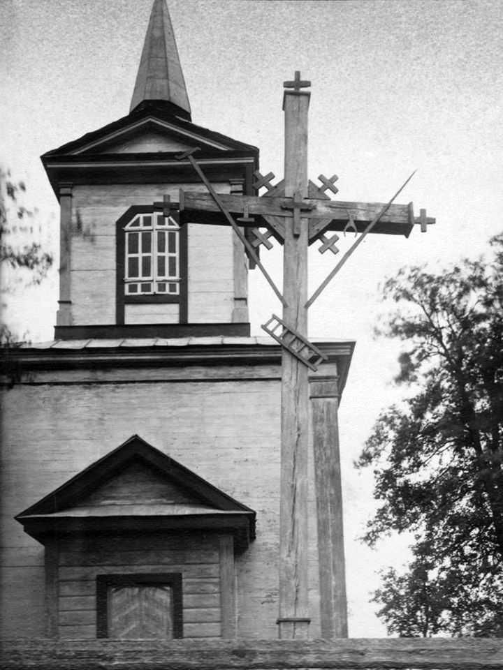 [1920-і рр.?] Хрест на тлі дзвіниці