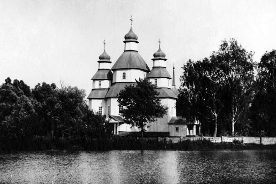 Фрагмент фото із церквою
