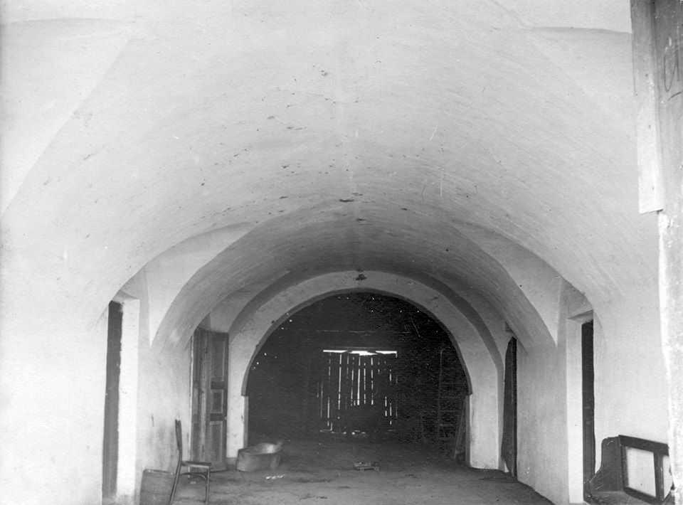 [1920-і рр.?] Інтер'єр проїзду