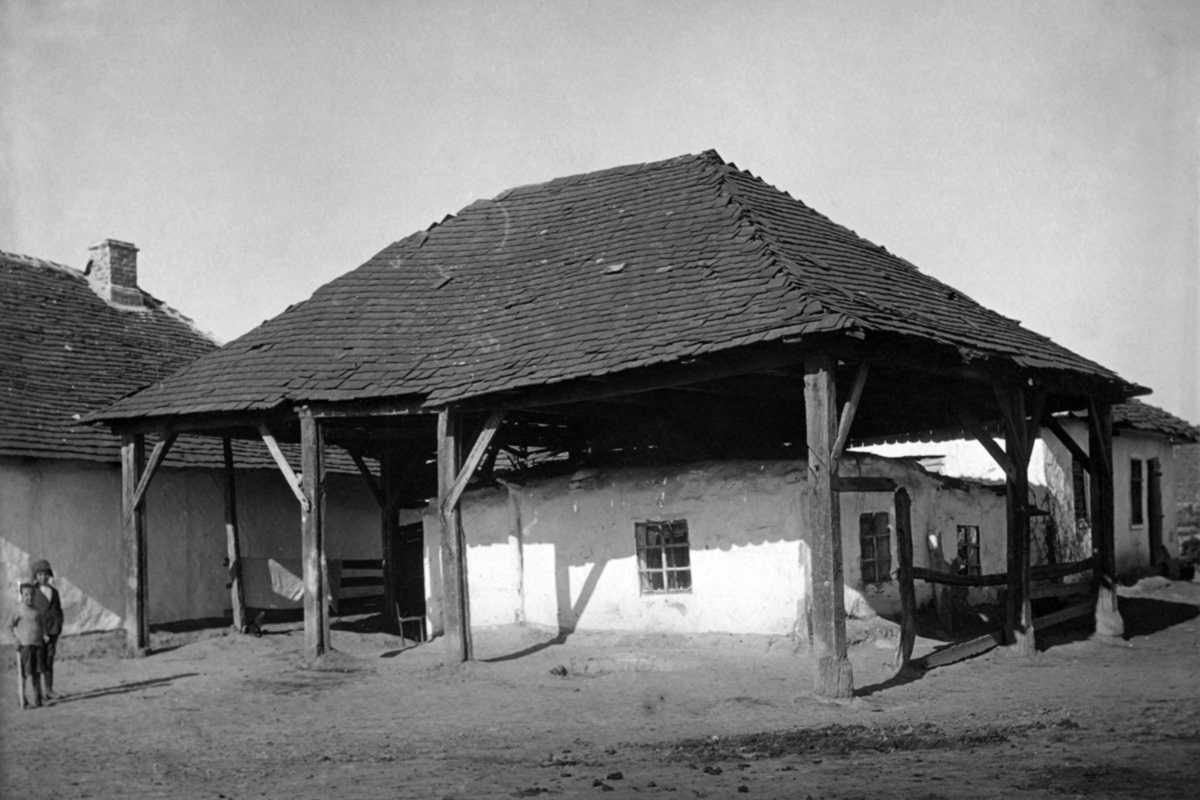 1920-і рр. (?) Будинок із дахом на…