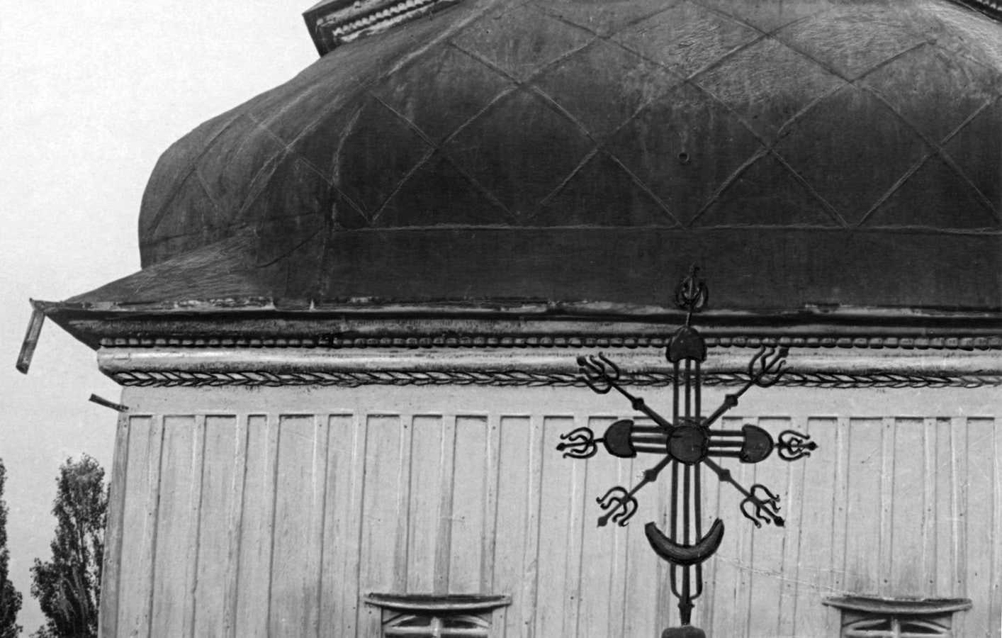 1920-і рр. (?) Хрест над бабинцем