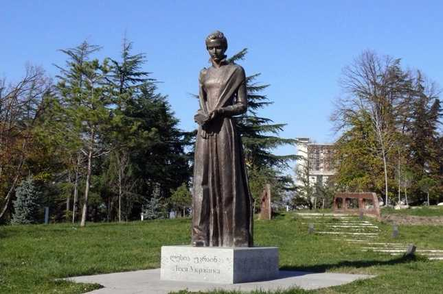 Памятник Лесе Украинке – 2017 г. Телави