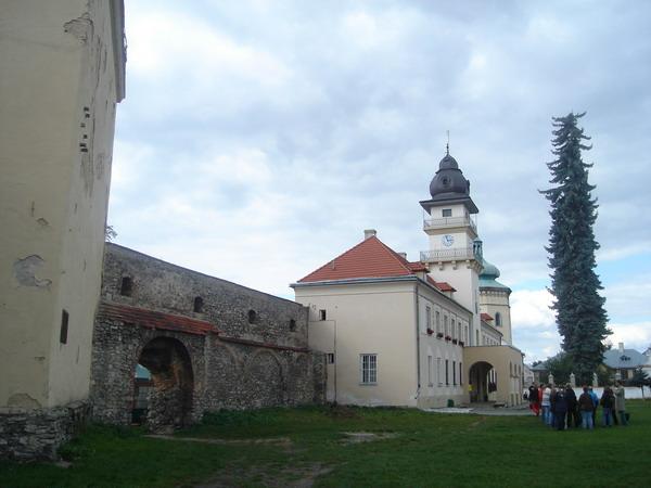 Фрагмент муру між замком і ратушею