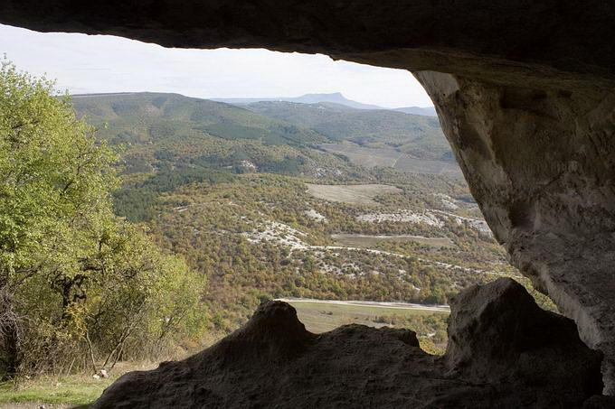 Вид з печери на долину