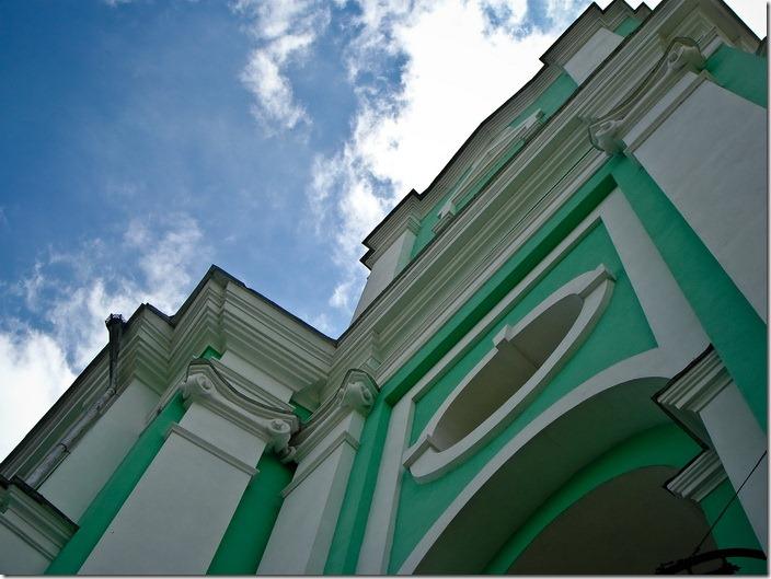 2010 р. Фрагмент фасада в ракурсі