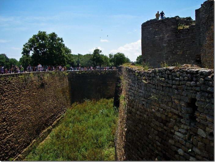 2010 р. Рів і башта 3. Вигляд з півночі