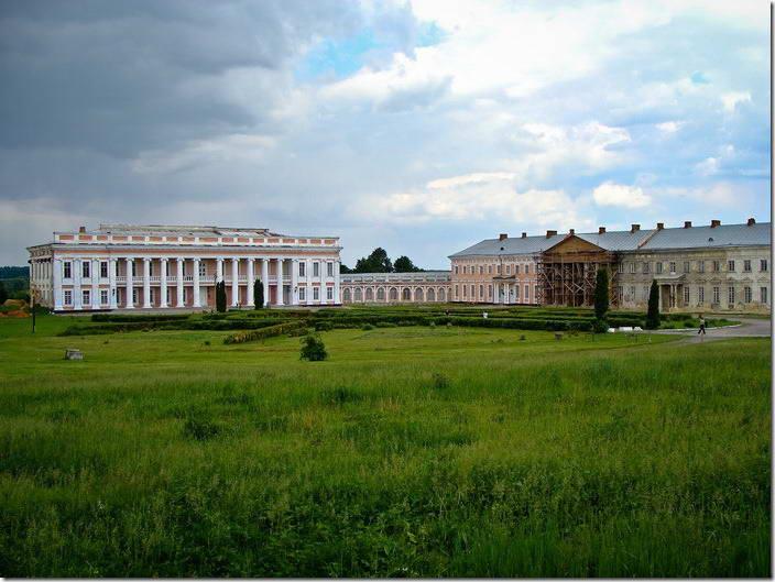 2010 р. Палац і правий флігель. Вигляд…
