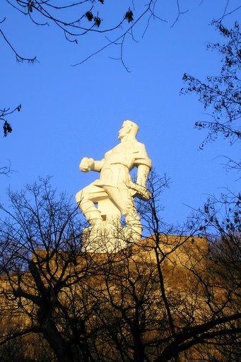 Пам'ятник Артему