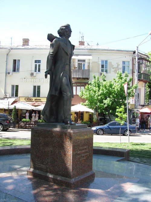 Пам'ятник А. Міцкевичу
