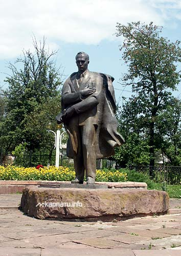 [2008 р.] Пам'ятник С.Бандері