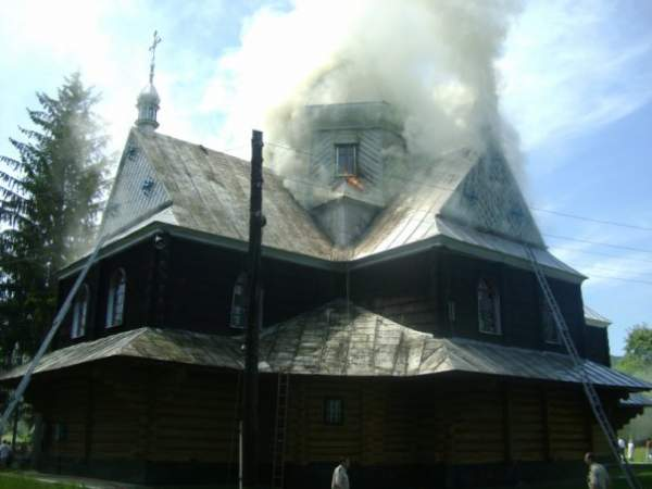 Горить церква Св. Василія Великого на…