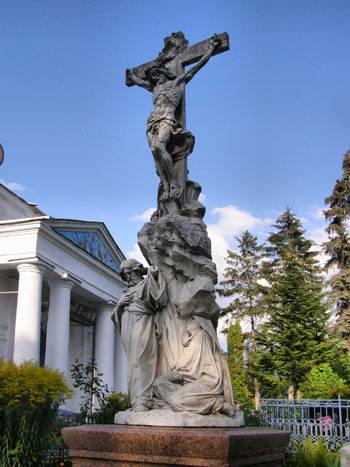 Пам'ятник на родинному похованні…