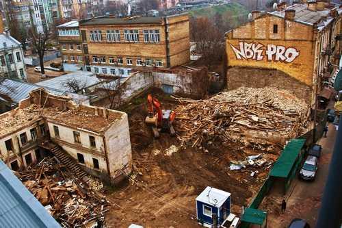 Будинок на фундаментах Княжого палацу в Києві знесли