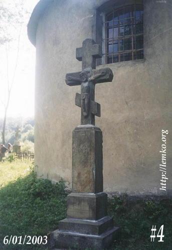 1.06.2003 р. Надгробок перед вівтарем