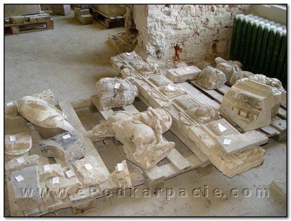 Фрагменти скульптурного декору