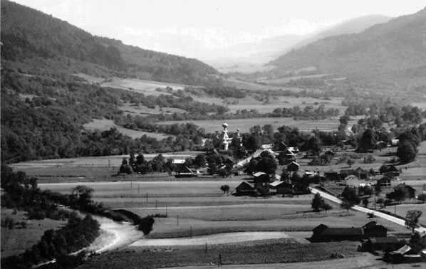 Панорама села з церквою