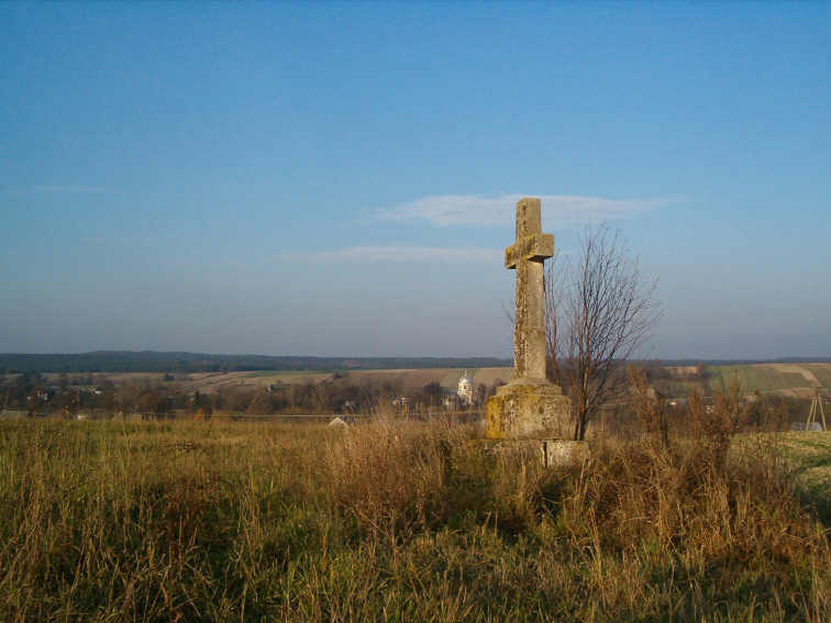 Хрест на гірці, на тлі Верхрати