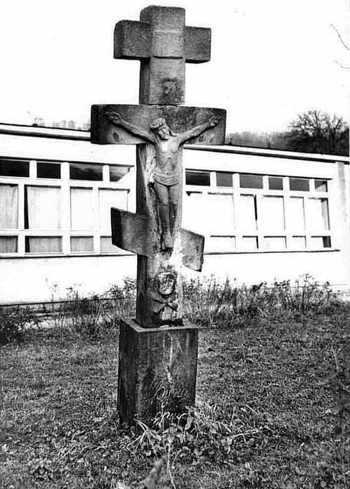 Хрест 9