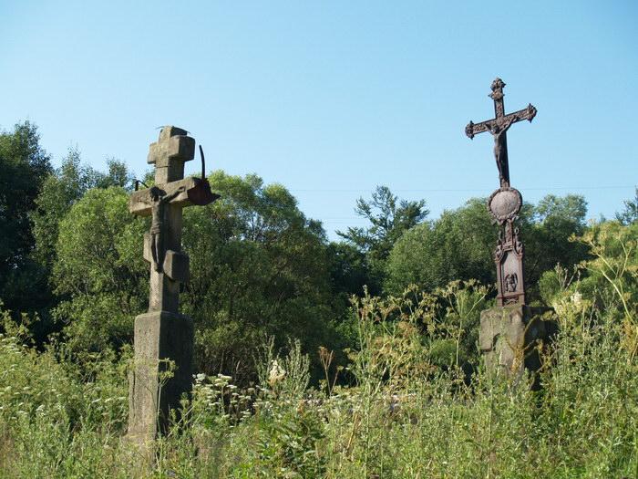 Хрести 3 і 4 при дорозі до Чорного