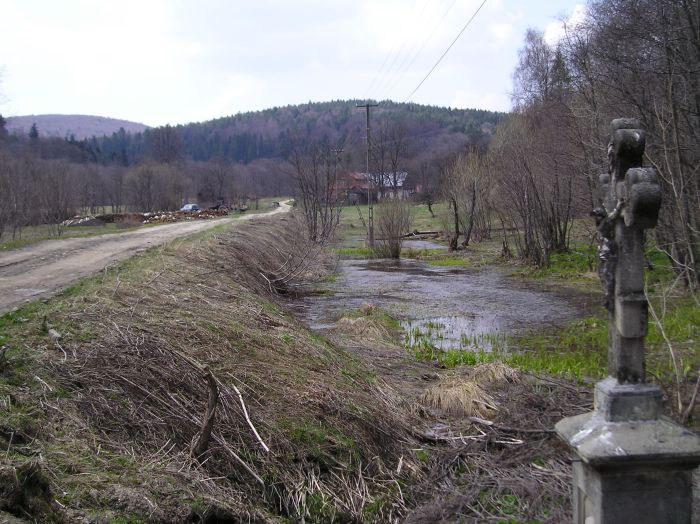 Краєвид села з хрестом