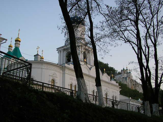 2005 р. Загальний вигляд трапезної і Микільської церкви