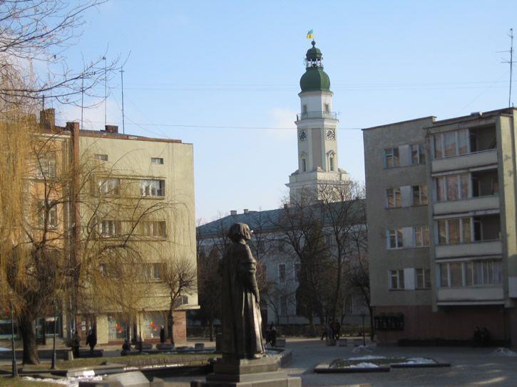 [2006 р.] На тлі ратуші