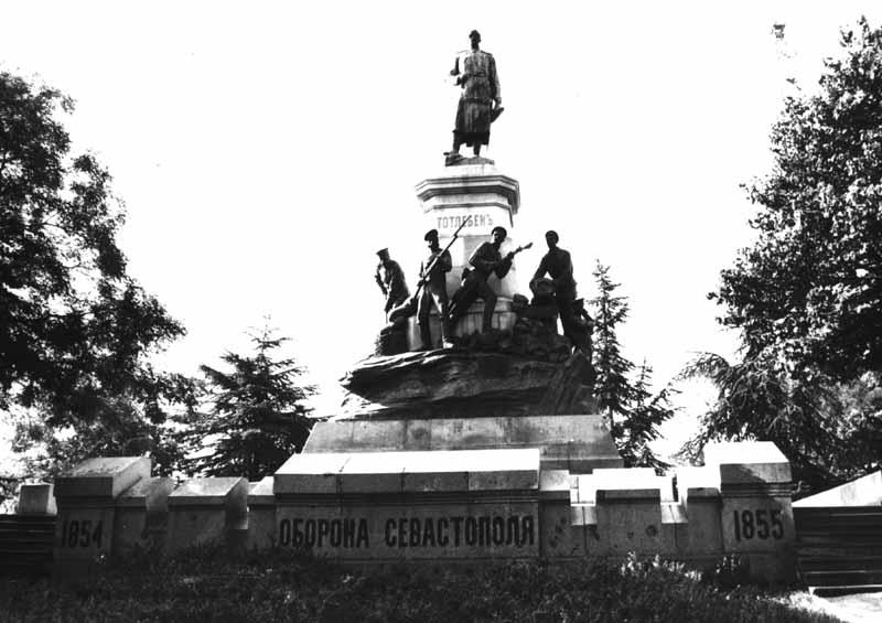 Пам'ятник Е. Тотлебену та російським саперам