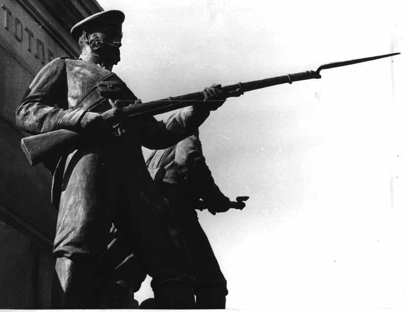 Фрагмент. Скульптура піхотинця