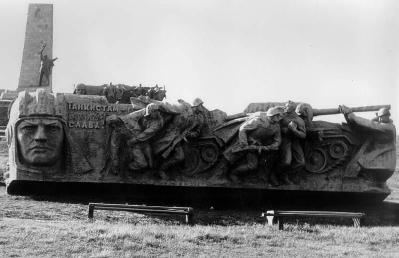 Стела, присвячена танкістам
