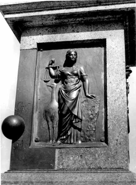 Алегорія правосуддя. Фото 1975