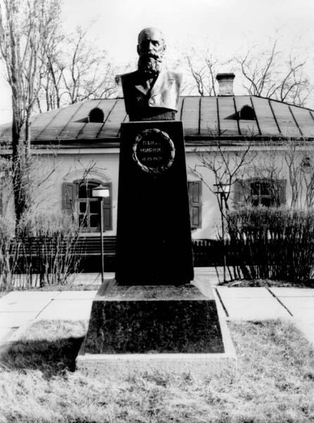 Пам'ятник Панасу Мирному