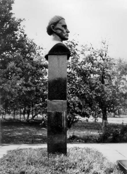 Фото пам'ятника (профіль)