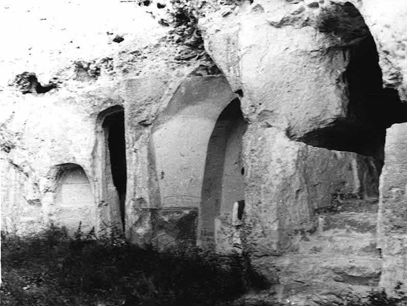 Печера № 2, ніша № 4 і печера № 3
