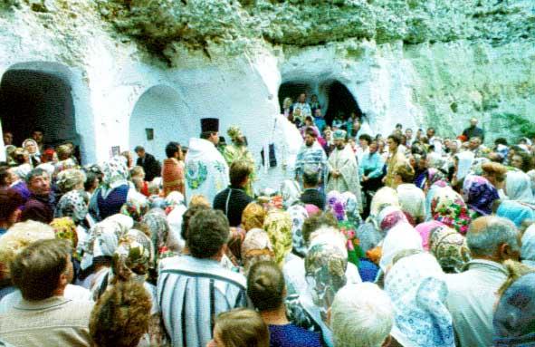 [2004 р.] Богослужіння на території…