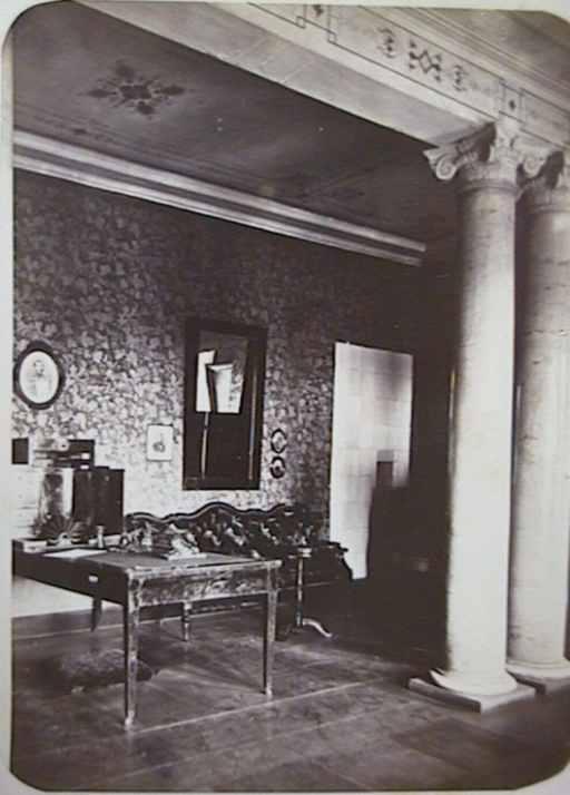 Куточок кабінету в палаці Тарновських
