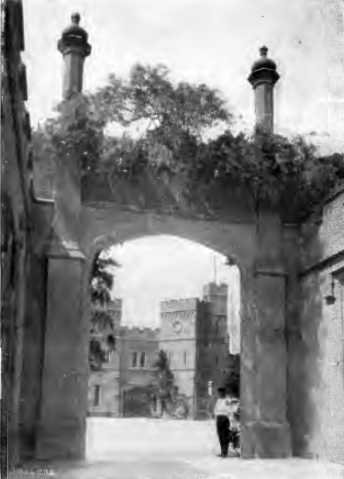 [1913 р.] Брама палацу