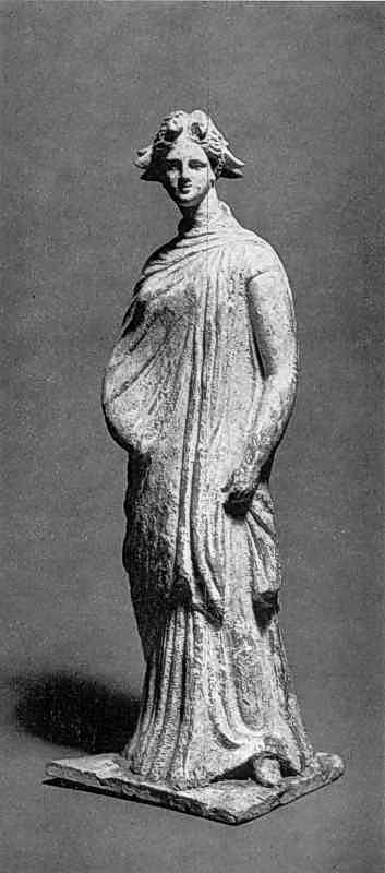 Статуетка дівчини