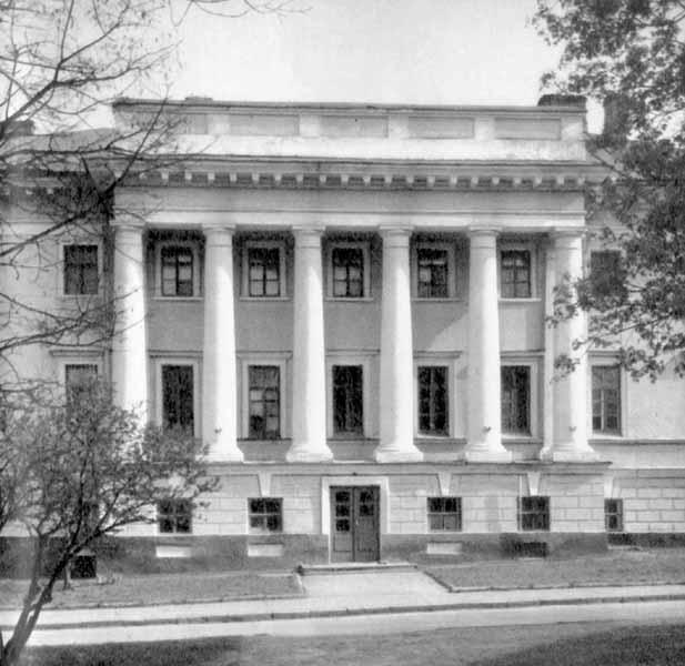 [1982 р.] Центральна частина головного фасаду