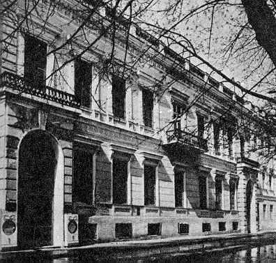 Палац Р.Шидловського (№ 9)