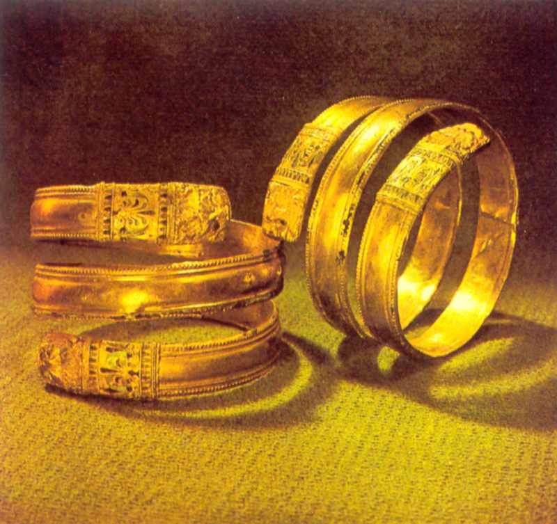 Два спіральних браслети
