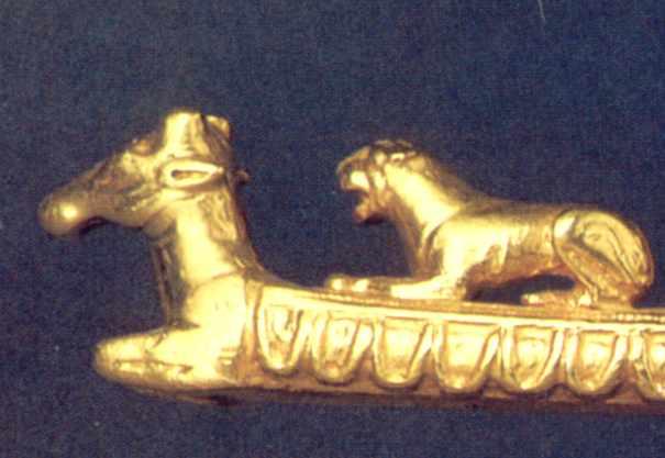 Передня частина оленя і лев 1