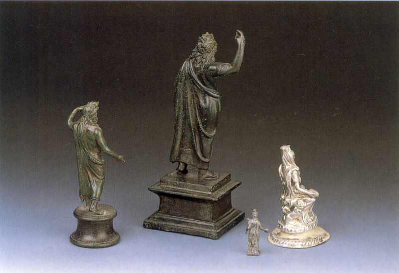 Статуетки (вигляд ззаду)