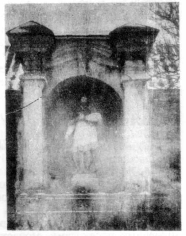 Каплиця біля костела. Фото 1930-х рр.