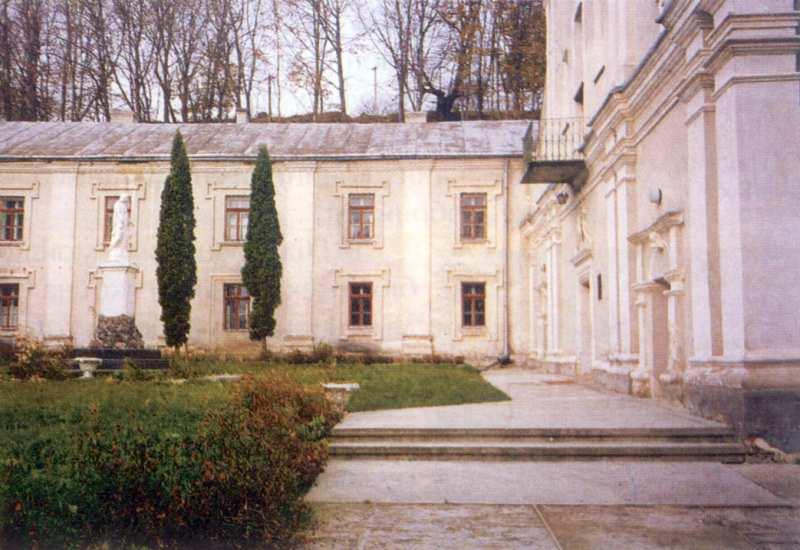 1998 р. Головний фасад