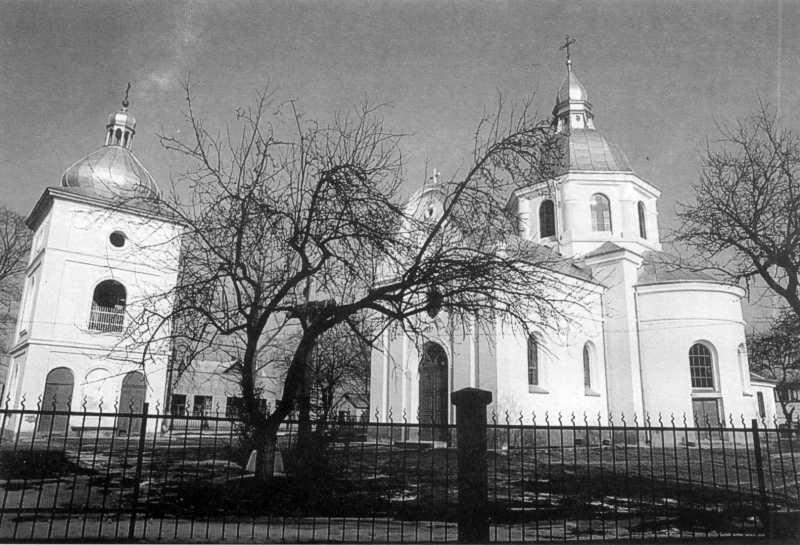 1992 р. Дзвіниця і церква. Загальний…