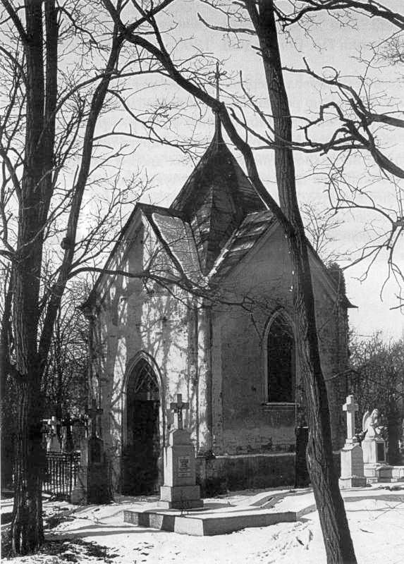 1992 р. Каплиця над могилою І.…