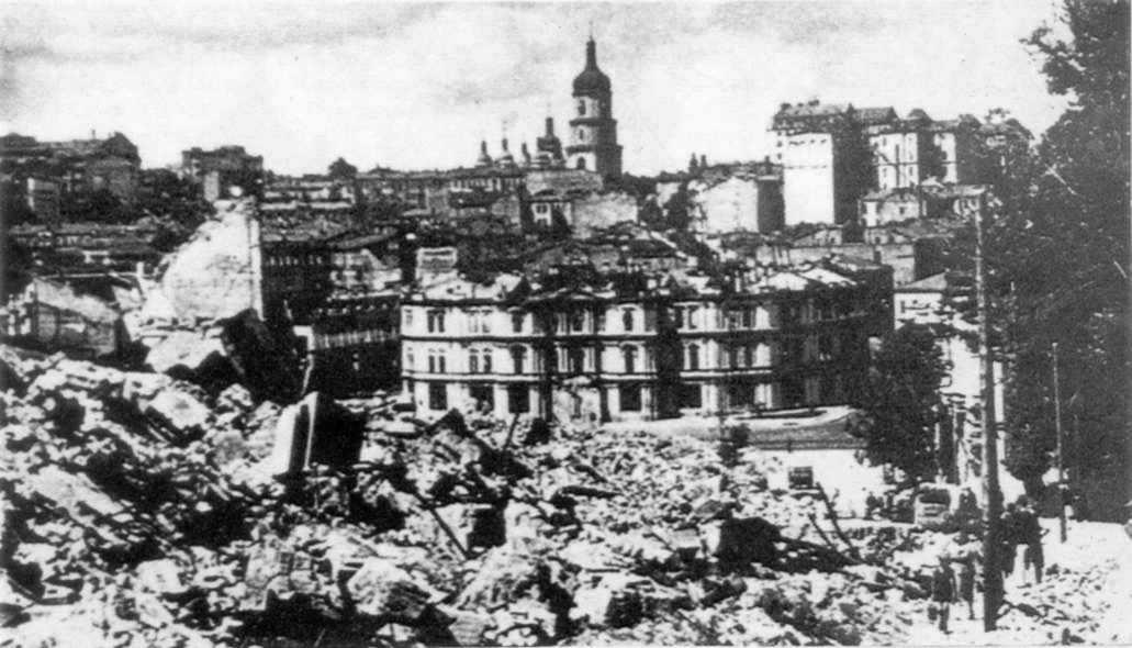 1941 р. Руїни міської думи