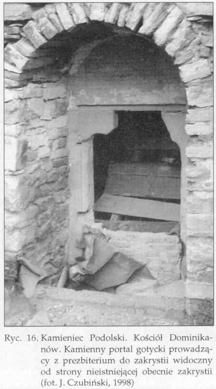 1998 р. Готичний кам'яний портал