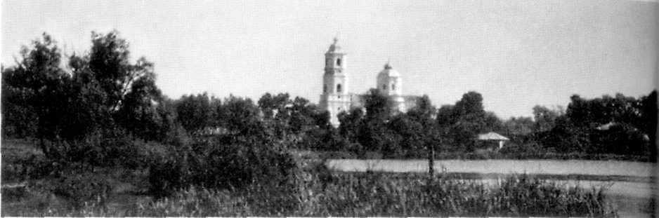 Панорама м-ка з церквою